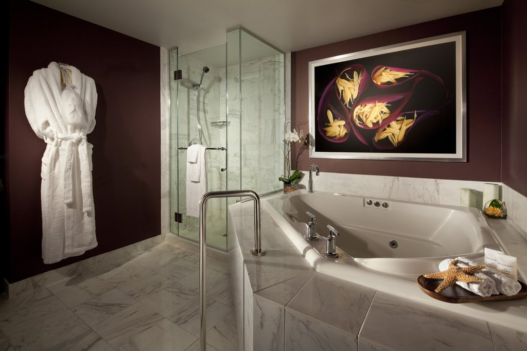 Mgm grand hotel and casino cheap vacations packages red for Bathrooms r us reviews