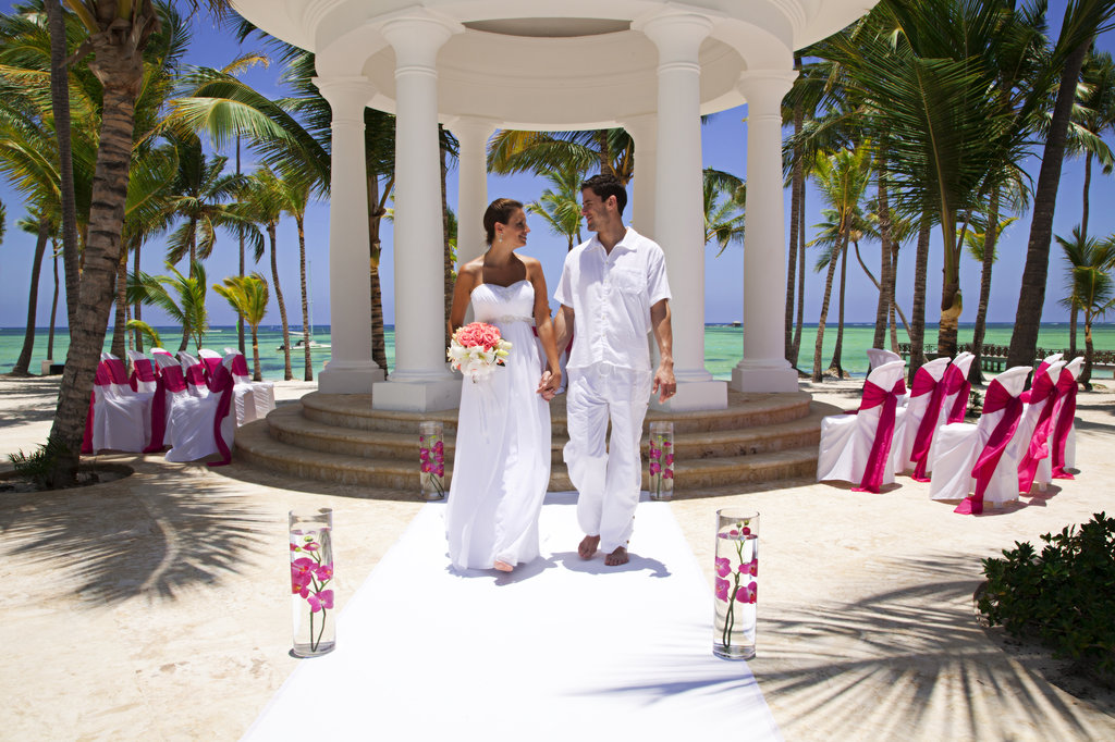 Barcelo bavaro beach hotel cheap vacations packages red for Punta cana wedding resorts