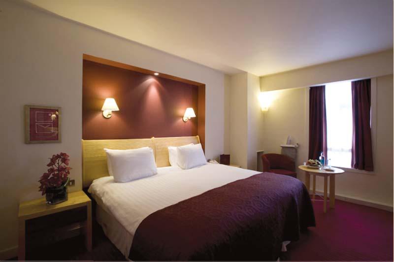Kensington Close Hotel And Spa Breakfast