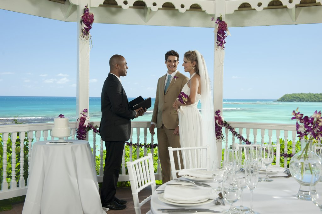 Sandals jamaica wedding 28 images best 25 whitehouse for Cheap mini vacations for couples