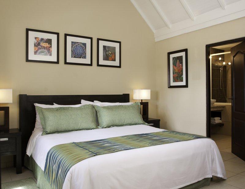 Vacation deals to amsterdam manor beach resort aruba for Cheap bedroom suites deals