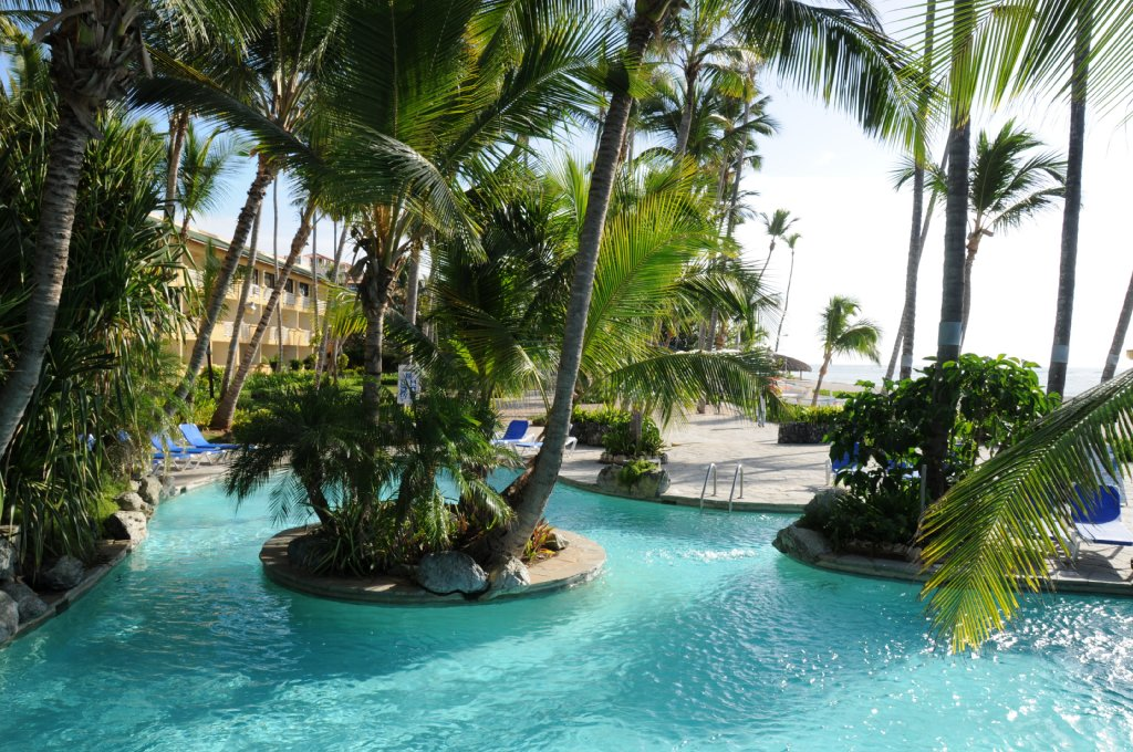 Coral costa caribe cheap vacations packages red tag for Pool garden resort argao