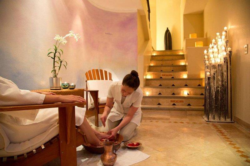 Vacation deals to villa premiere hotel spa ai puerto for Boutique getaways