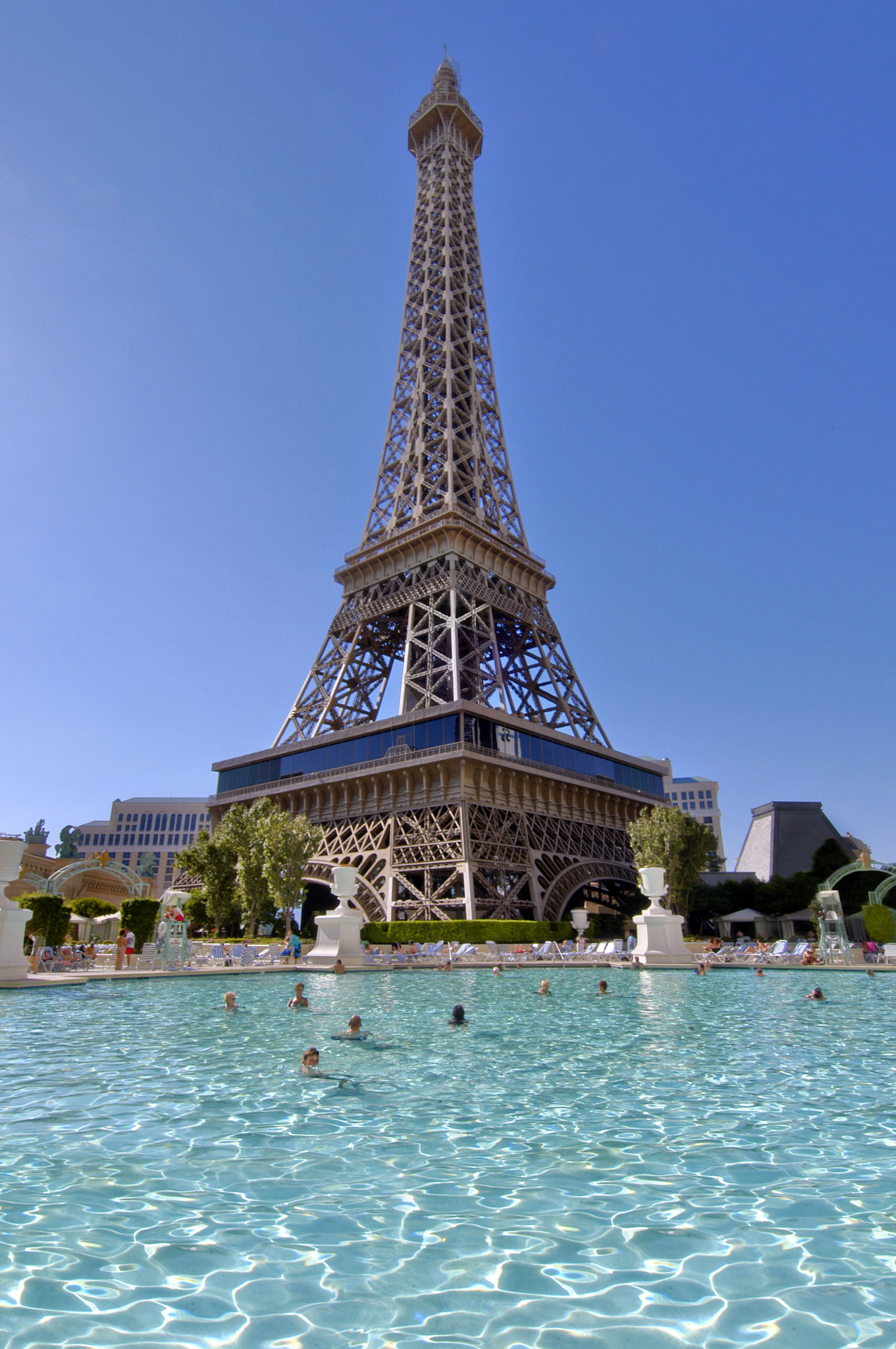 Paris las vegas cheap vacations packages red tag vacations for Paris hotel pool