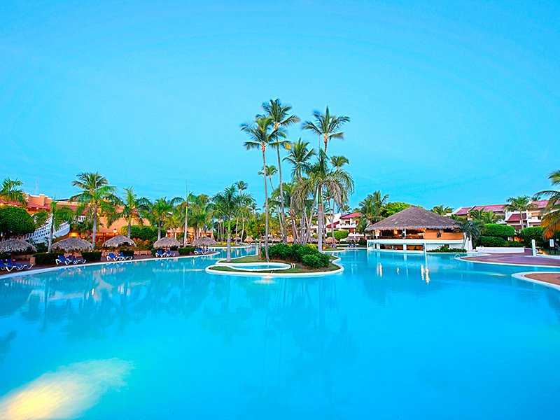 Welcome to one of the top luxury hotels in Punta Cana, the ALL INCLUSIVE 5-star Barceló Bávaro Palace resort. Situated among one of the most stunning beaches in the world, guests will find numerous ways to relax, a wide range of water sports and plenty of culinary options.