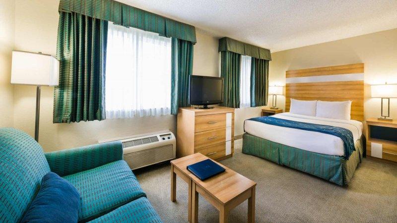 Comfort Suites Cayman Islands Breakfast Plan