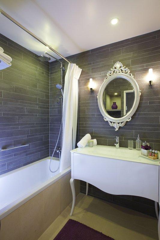 Citadines suites louvre paris cheap vacations packages for P bathroom suites cheap