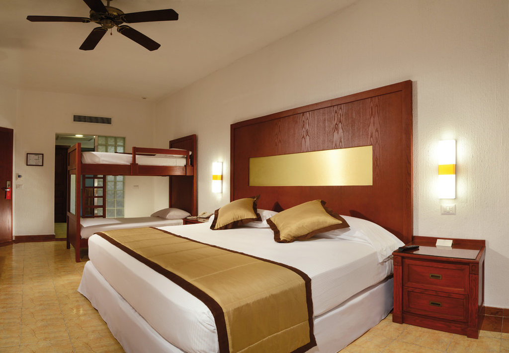 Riu Jalisco Family Room Pictures