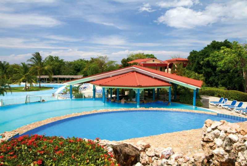 Memories holguin beach resort cheap vacations packages for Cheap us beach vacations