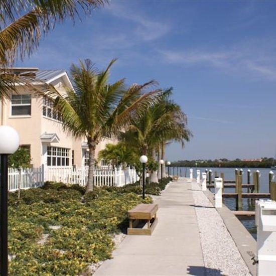 Tampa Bay Vacation Condo: Vacation Deals To Barefoot Beach Condo Resort