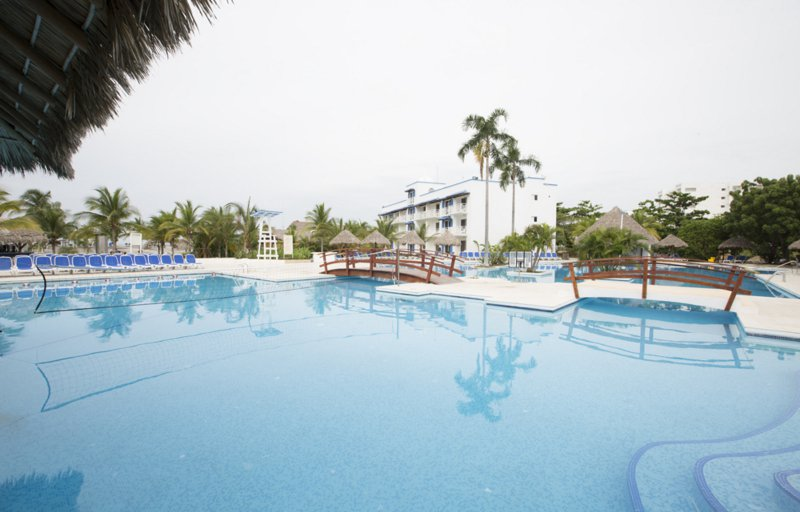 Hotel Booking Site That Includes Resort Fees