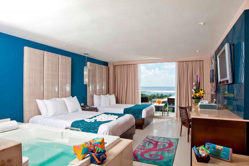Hard Rock Hotel Cancun Deluxe Platinum Room