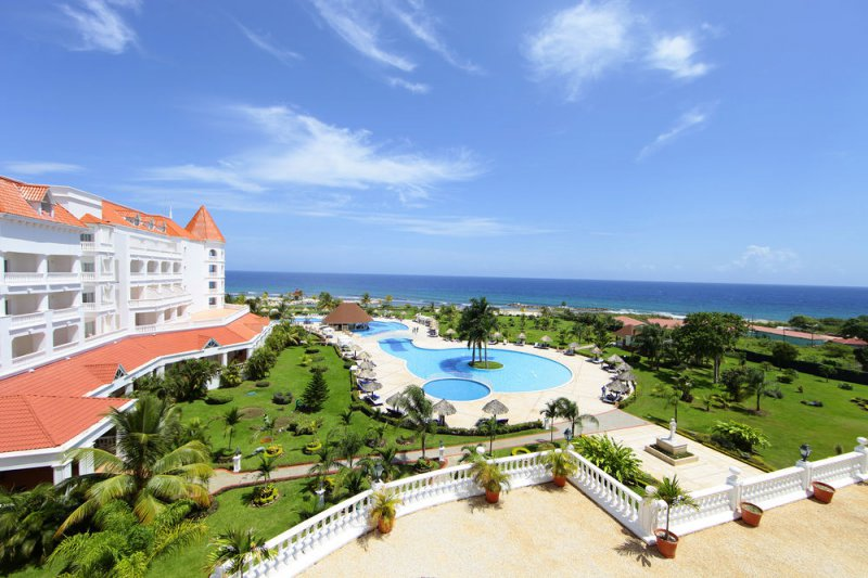 Luxury bahia principe runaway bay cheap vacations packages for Hotel luxury jamaica
