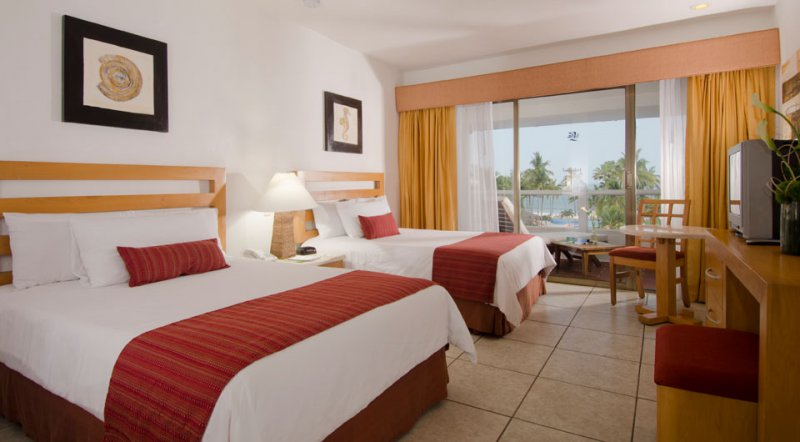 Vacation deals to club marival resort and suites riviera for Habitacion familiar riu vallarta