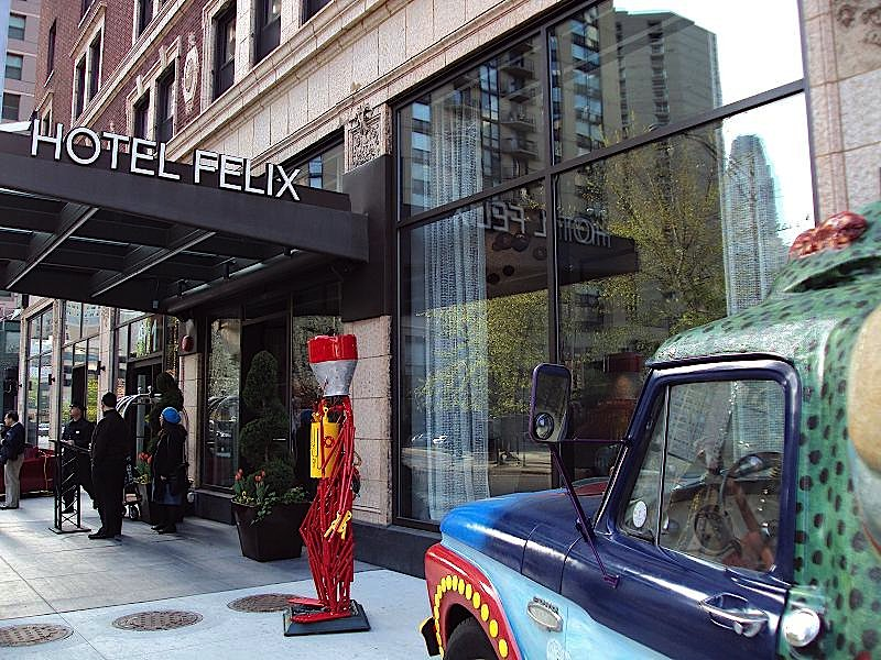 Hotel felix cheap vacations packages red tag vacations for Chicago accommodation deals