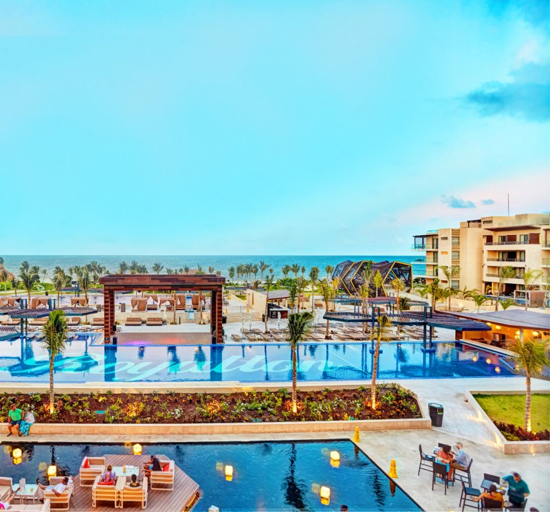 Royalton riviera cancun resort and spa cheap vacations for Spa resort vacation packages