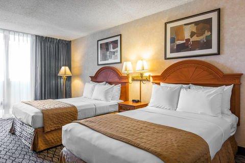 Holiday Inn Hotel & Suites Anaheim (1 BLK/Disneyland) $109