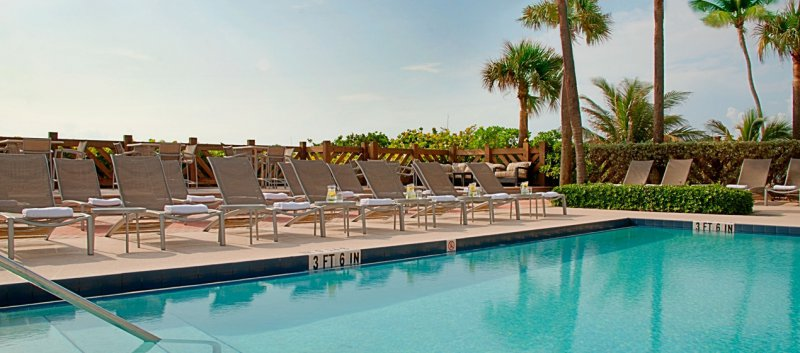 Hilton Palm Beach Oceanfront Hotel